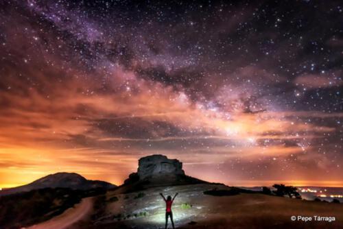 La noche y el Cerro Laguna (2.068)